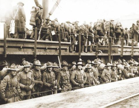 Soldiers of the U.S. 4th Infantry Regiment debarking from a ship at Brest, April 18, 1918.