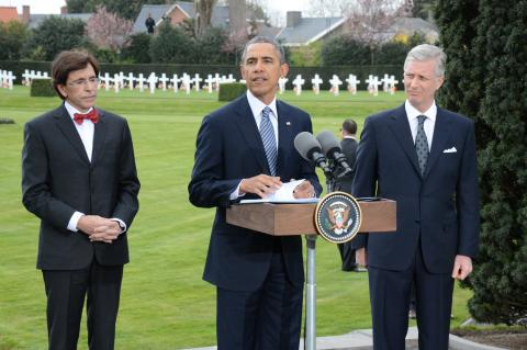 President Obama deliver remarks; Prime Minister Elio Di Rupo and his Majesty King Phillipe look on.